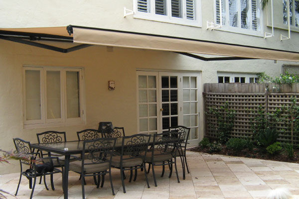 Retractable Pergola – An Excellent Addition to Your Outdoor Dining Area